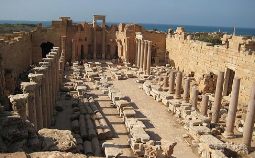 picture of Leptis Magna and crumbling edifices