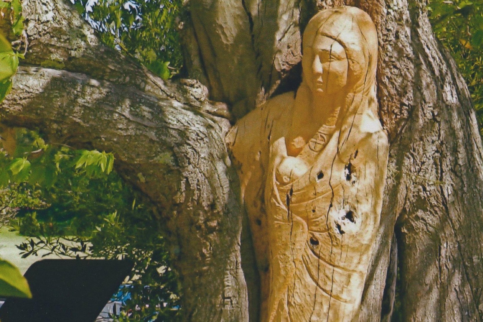 mother and child wood carving